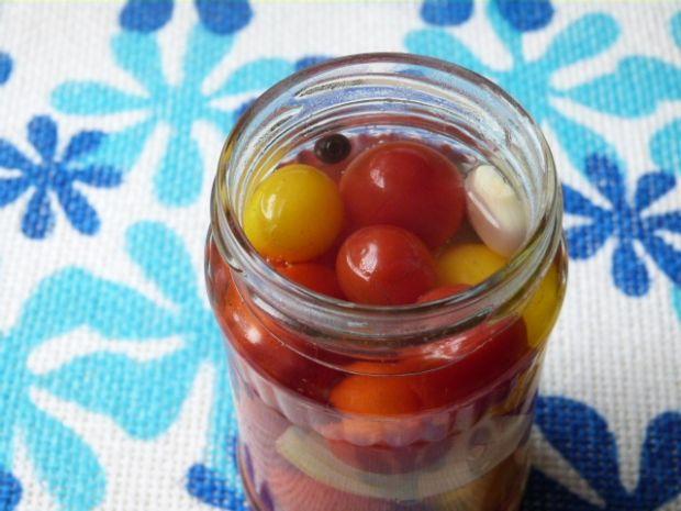 Pomidorki koktajlowe w kwaśnej zalewie