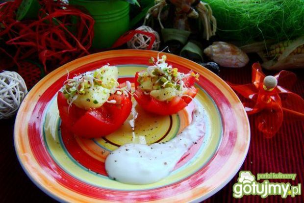 Pomidorki z młodymi ziemniakami i kiełka
