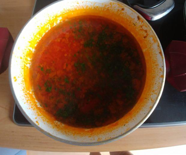 Pomidorowa na bulionie drobiowo - wołowym
