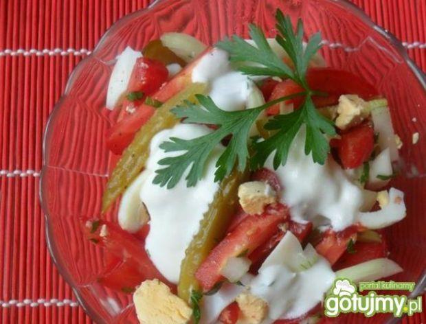 Pomidorowa sałatka z jajkami
