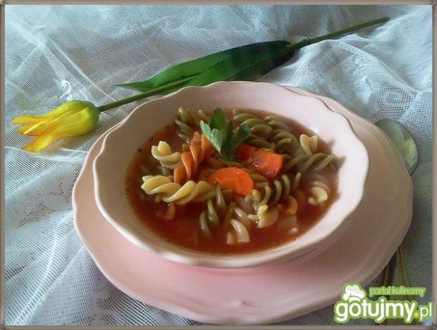 Pomidorowa z dodatkiem pomidorków cherry