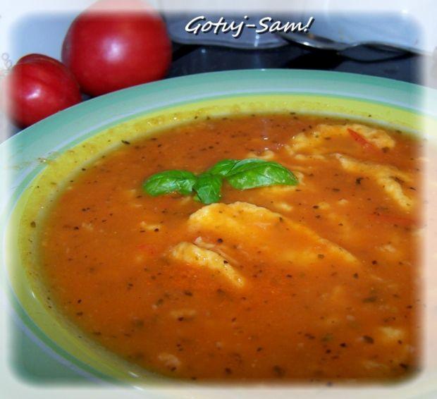Pomidorówka z papryką i lanymi kluseczkami