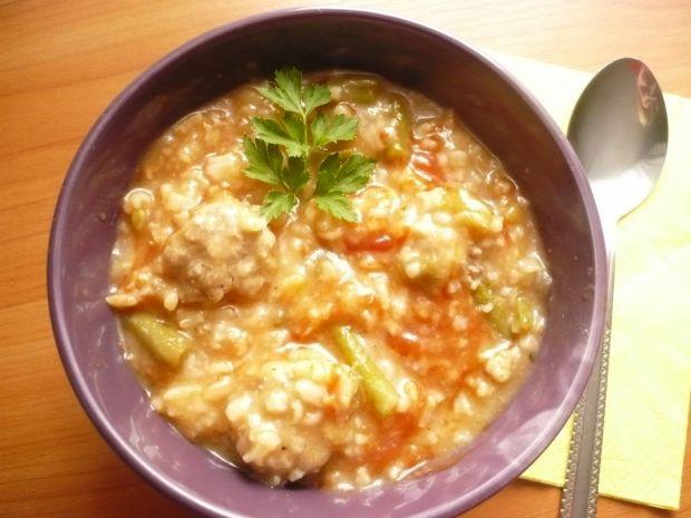 Pomidorówka z ryżem i pulpecikami