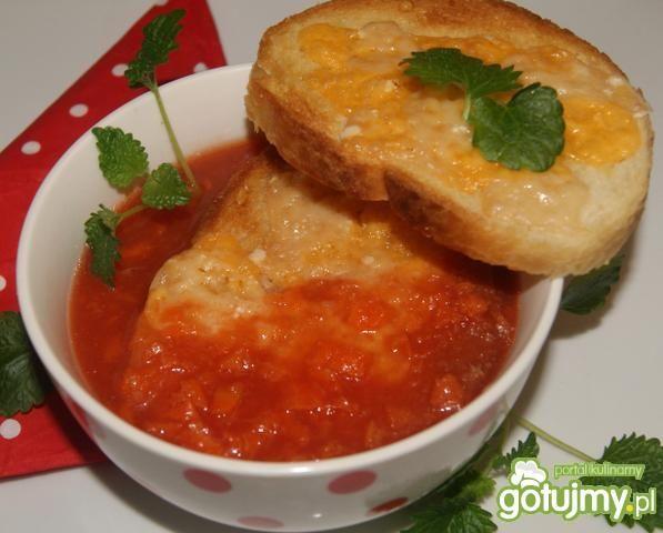 Pomidorowo-marchewkowa z grzankami