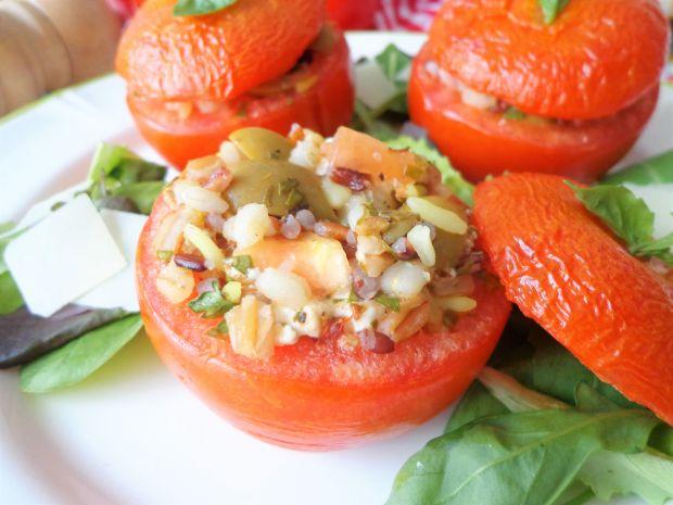 Pomidory faszerowane miksem zbóż, fetą i oliwkami