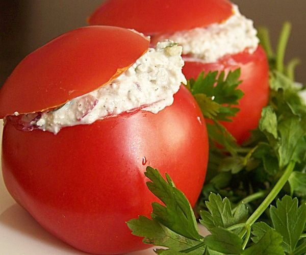 Pomidory faszerowane rzodkiewką,twarogiem,jogurtem