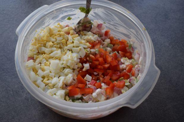 Pomidory faszerowane serkiem, jajkiem i warzywami