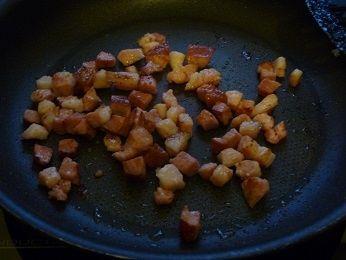 Pomidory z grilla faszerowane makaronem z boczkiem