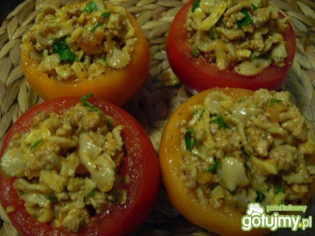 Pomidory zapiekane z makaronem i mięsem