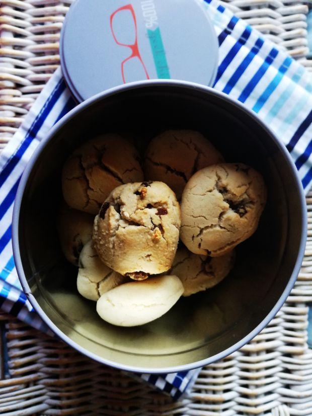 Popękane ciasteczka z rodzynkami bez glutenu