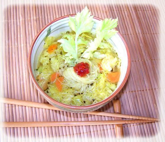 Porcja warzyw z ryżową nitką