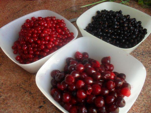 Porzeczkowo-owocowy deserek na jogurcie