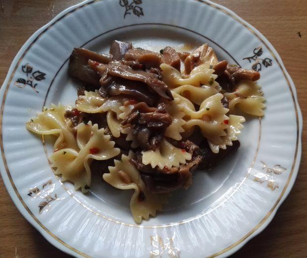 Potrawka makaronowa z boczniakami