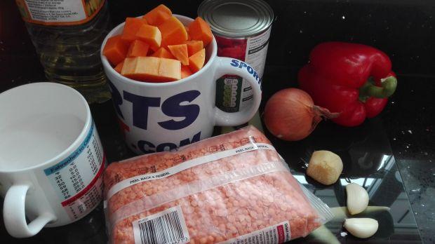 Potrawka warzywna z dynią i makaronem ryżowym