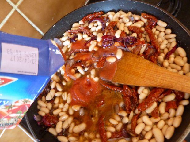 Potrawka z fasolki konserwowej z pomidorami