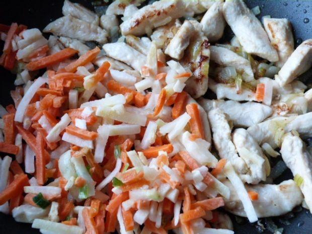 Potrawka z kurczaka z kiszonymi ogórkami
