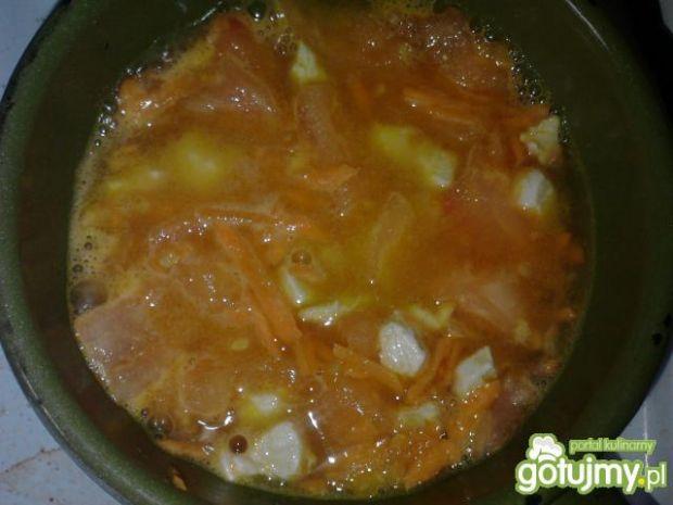 Potrawka z kurczaka z makaronem ryżowym