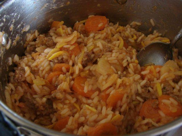 Potrawka z mięsem, ryżem i cukinią