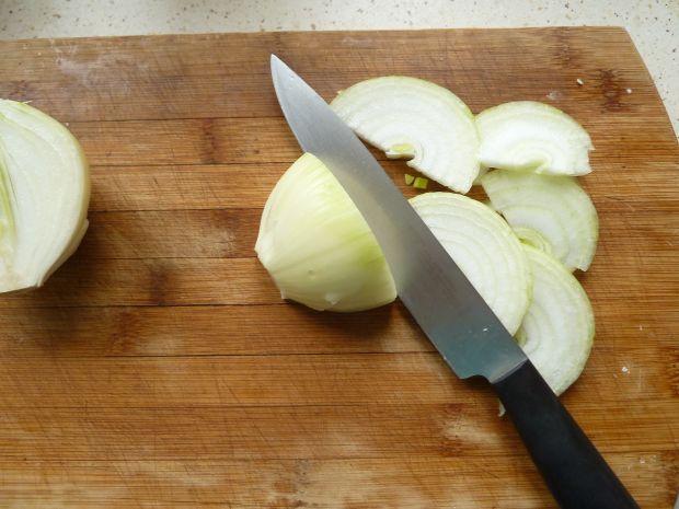 Potrawka z pieczarek z ogórkiem kiszonym