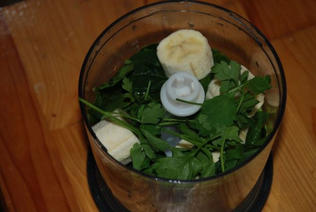 Pożywny koktajl szpinak banan awokado