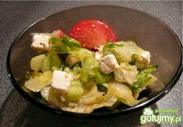 Prosta sałatka grecka z fetą