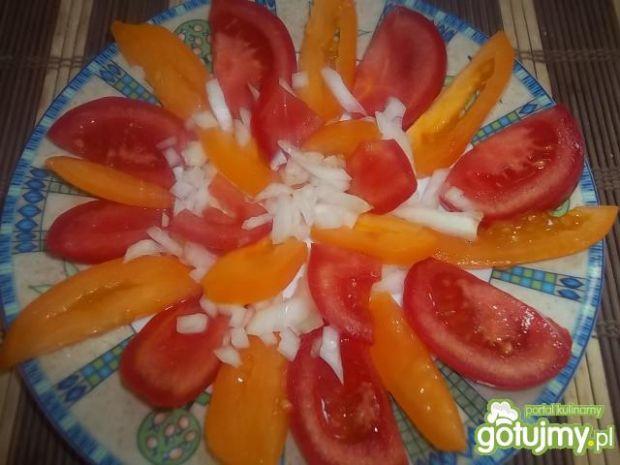 Prosta sałatka podwójnie pomidorowa