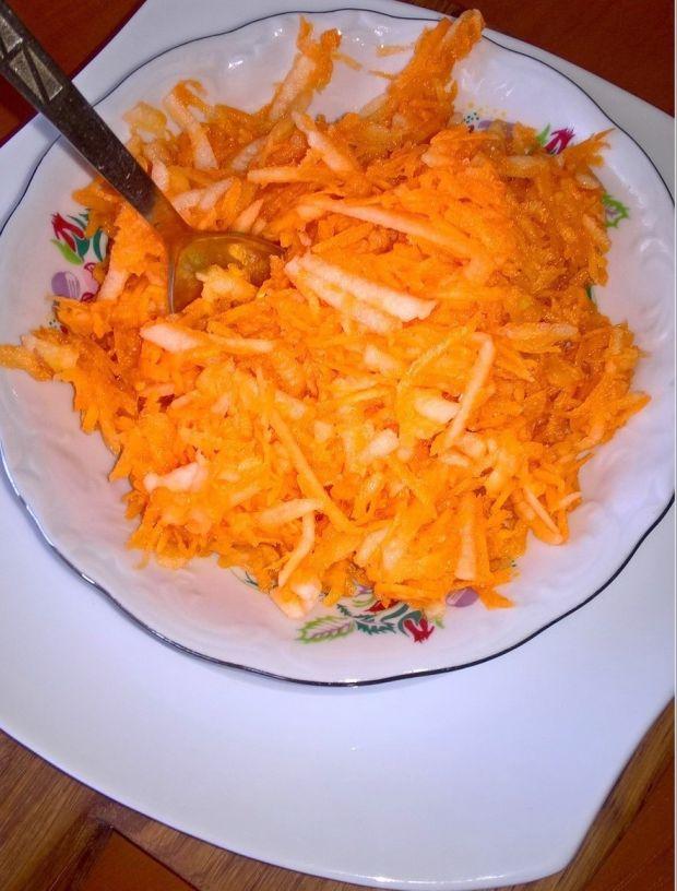 Prosta surówka obiadowa (z marchewki)