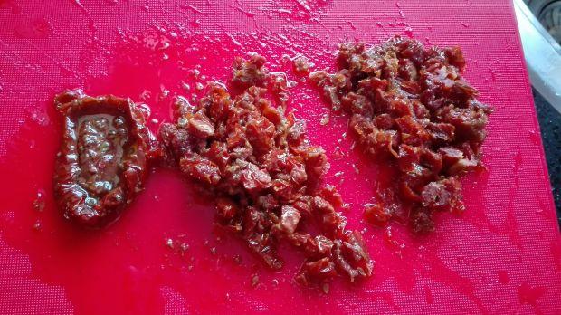 Przekaska z twarogu i suszonych pomidorów