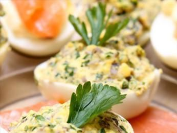 Przepis na jajka faszerowane na ciepło