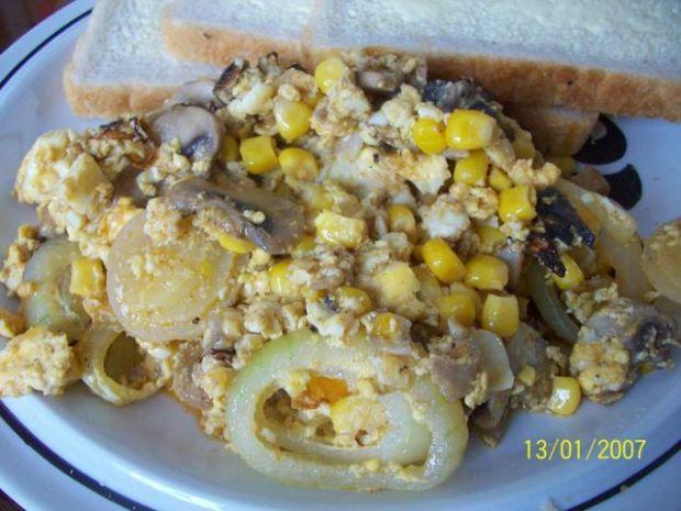 Przepyszna jajecznica z kukurydzą :)
