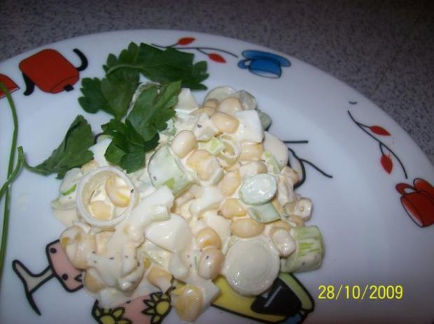 przepyszna prosta sałatka z porów i jajk