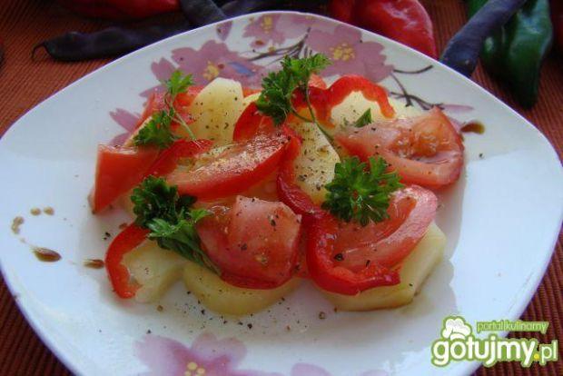Przystawka z ziemniaków i pomidorów