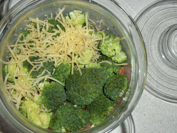 Pstrąg łososiowy pieczony z ziemniakami i brokułem