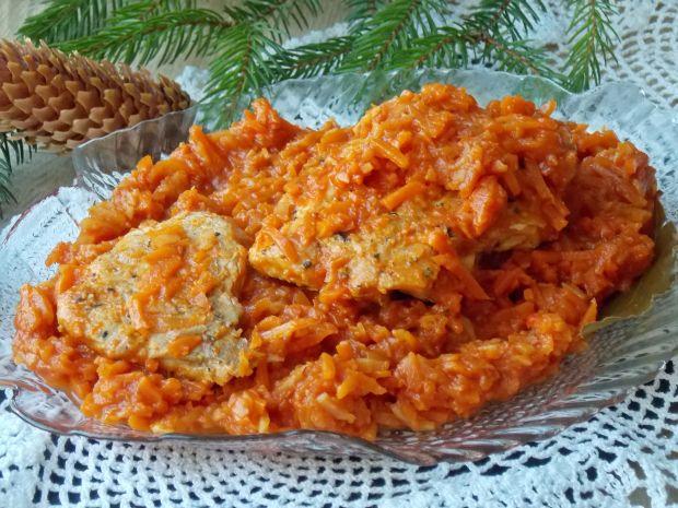 Pstrąg w sosie pomidorowo-paprykowym z warzywami
