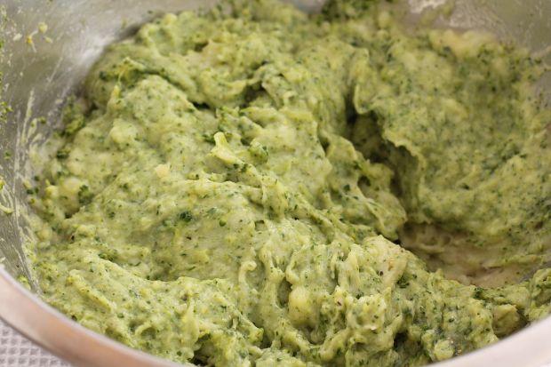 Pstrąg zapiekany z pure z brokuła