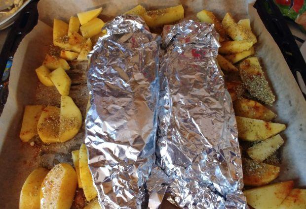 Pstrągi z czosnkiem, cebulką i serem