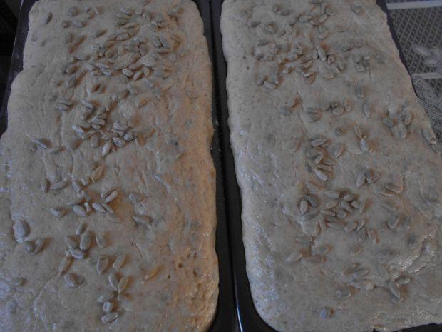 Pszenno-kukurydziany chleb z kefirem słonecznikiem