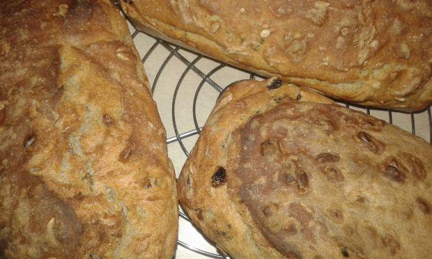 Pszenno - żytni chlebek z bakaliami