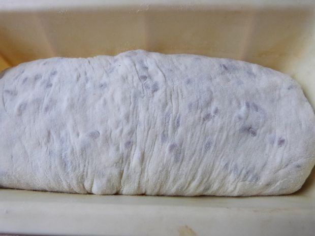 Pszenny chlebek z ziarnami i cebulką