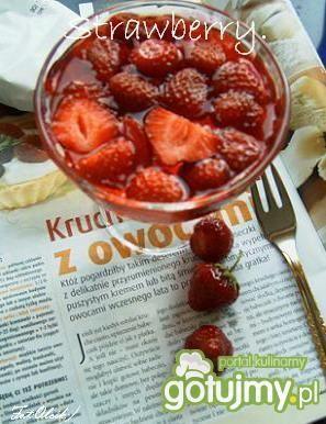 Pucharek pełen truskawek
