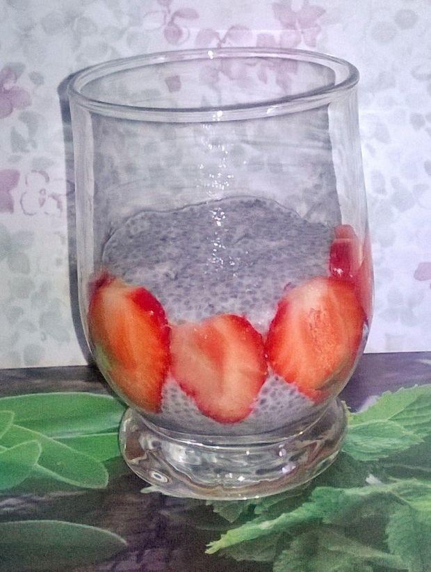Pudding chia z truskawkami