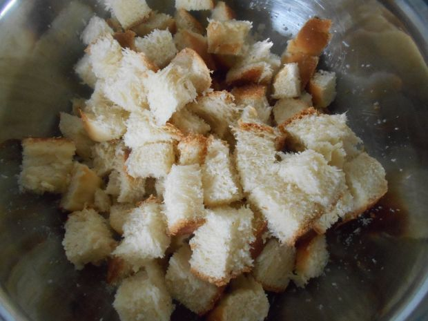 Pudding z chałki z morelami