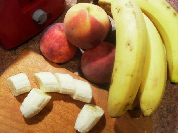 Pulchne pancakes brzoskwiniowe-bananowe