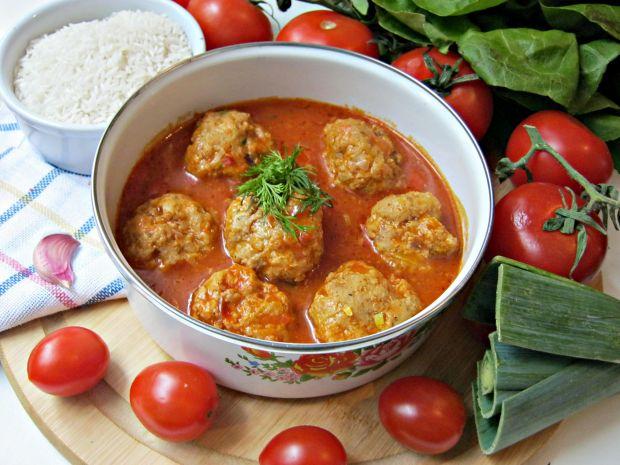 Pulpeciki z porem i czerwoną cebulą w sosie pomido