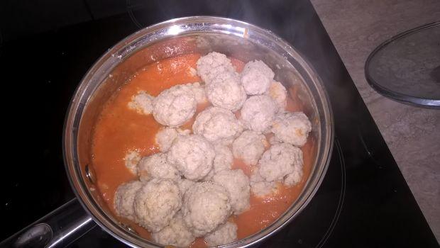 Pulpecki w sosie pomidorowym z soczewicą