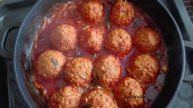 Pulpety kapustno-mięsne w sosie pomidorowym