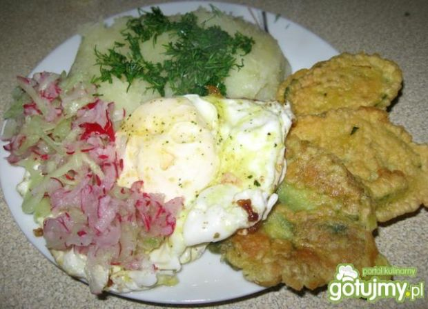 Puree, jajko i smażone liście rzodkiewki