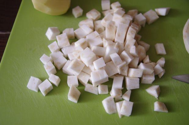 Puree selerowe z bazylią i palonym masłem