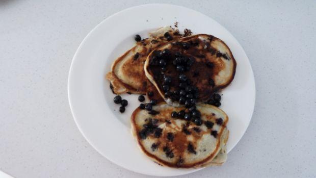 Puszyste pancakes z jagodami