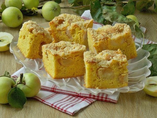 Puszysty jabłecznik z kruszonką